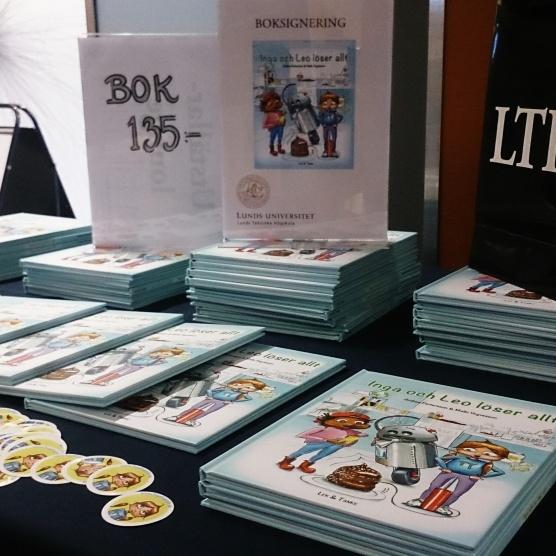 Bokförsäljning, signering och klistermärken till barnen