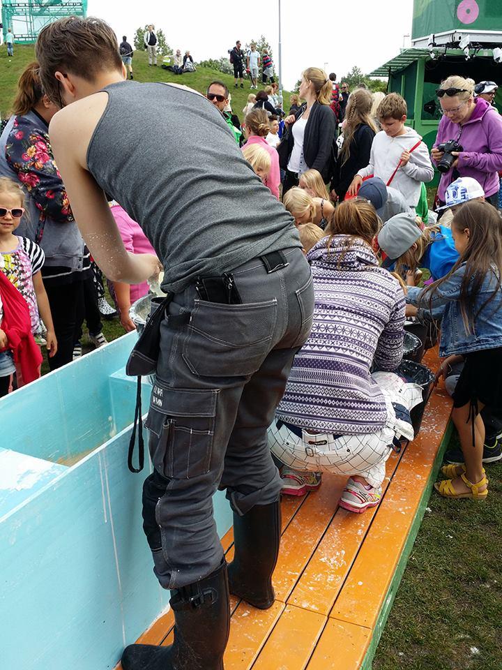 Gå på vattenexperiment i SVT Sommarlov - fixar med stärkelsen
